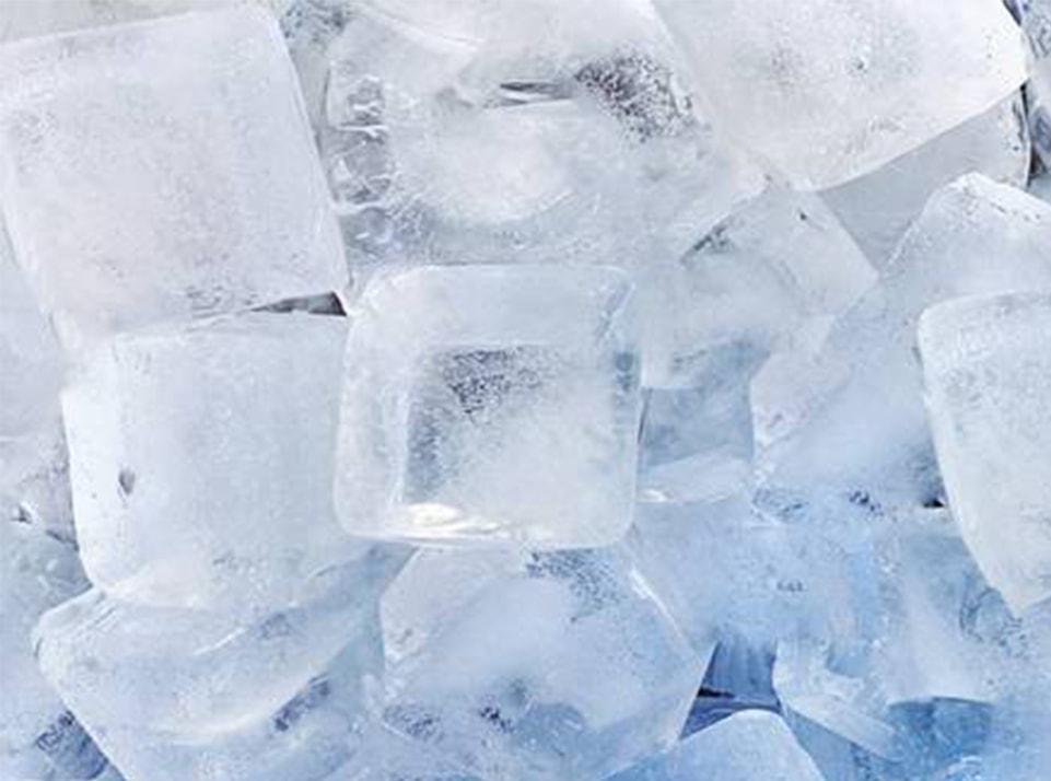 น้ำแข็งสี่เหลี่ยมหนา